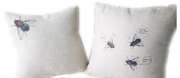 мухи на подушках