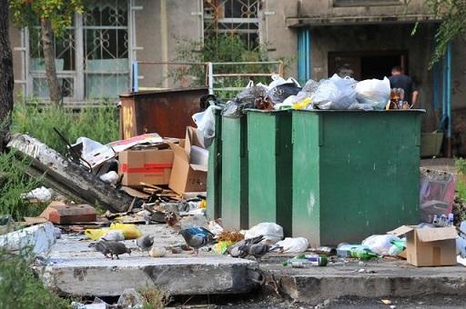 полные мусорные баки